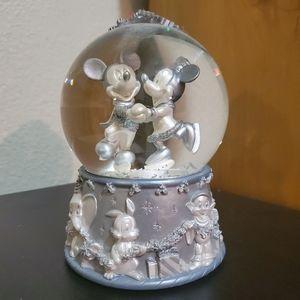 Mickey and Minney Winter Snow Globe